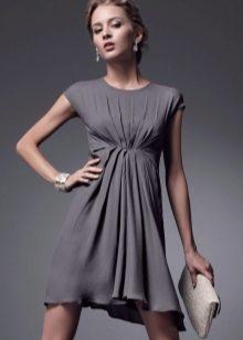 Серое короткое платье с завышенной талией с драпировкой