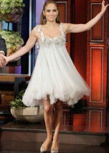 Белое платье с завышенной талией