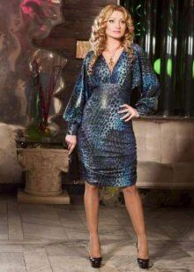 Блестящее платье с завышенной талией