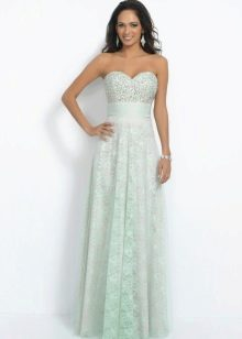 Светло-зеленое платье с завышенной талией