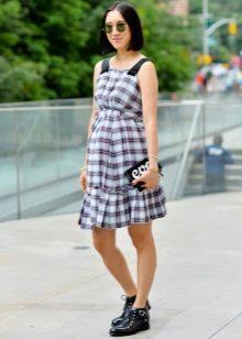 Платье-сарафан в клетку средней длины