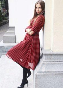 Шифоновое платье в красно-черную клетку