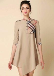 Бежевое платье с ассиметричным низом с клетчатой вставкой на груди