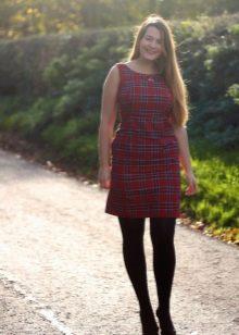 Платье в красную шотландскую клетку для полных женщин