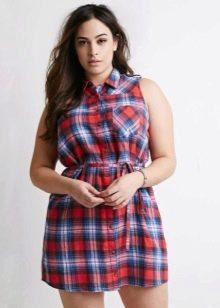 Платье-рубашка в красно-сине-белую клетку для полных женщин