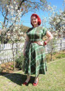 Зеленое платье в клетку с пышной юбкой для полных женщин