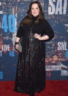 Черное в пол платье с длинным рукавом для полных