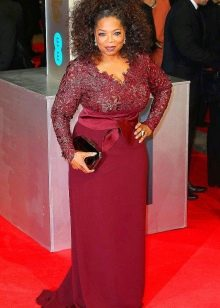 Бордовое длинное платье из кружева и рукавом для полных