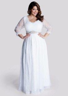 Белое в пол платье с длинным кружевным рукавом для полных
