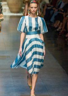 Платье средней длины в бело голубую полоску