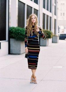 Теплое трикотажное платье в полоску