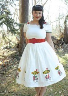 Платье в стиле 50-х с контрастным поясом