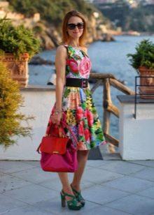Коктейльное цветное платье в стиле 50-х