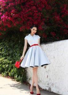 Белое коктейльное платье в стиле 50-х с красным поясом