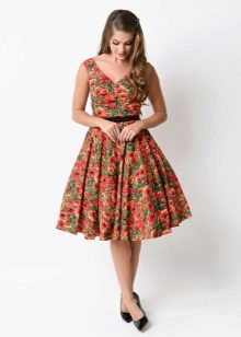 Платье в стиле 50-х для женщин с широкими бедрами