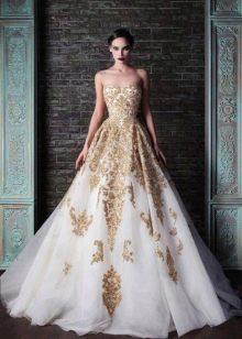 Свадебное платье в стиле барокко а-силуэта