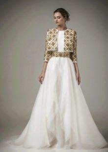 Свадебное платье в стиле барокко с золотым поясом