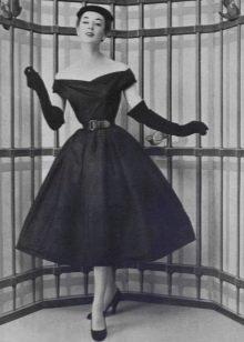 Платье с декольте от Кристиан Диор в стиле нью лук
