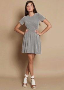Плиссированное короткое серебристое платье