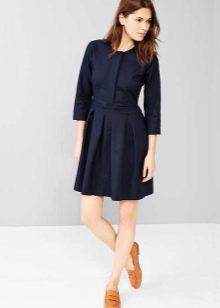 Черное плиссированное платье-рубашка