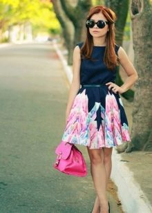 Двухцветное повседневное платье из качественной ткани