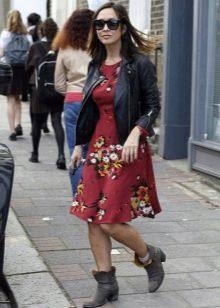 Бордовое повседневное платье цветочным рисунком