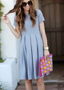 Повседневное платье с юбкой плиссе