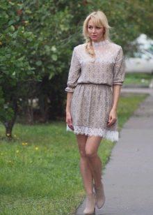 Повседневное платье с отделкой из кружева