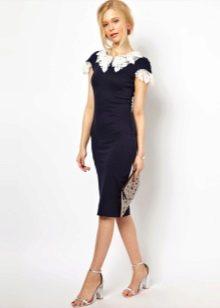 Платье с кружевным воротником