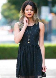 Короткое повседневное черное платье