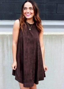 Повседневное коричневое платье трапецивидного фасона