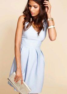 Голубое расклешенное платье