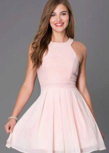 Розовое платье-клеш от талии