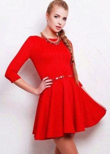 Красное платье-клеш от талии