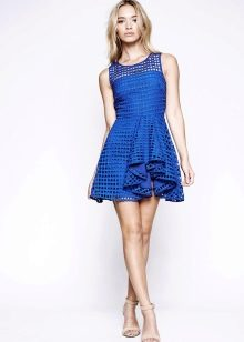 Синее расклешенное платье
