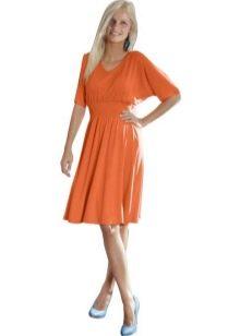 Оранжевое расклешенное платье с рукавом летучая мышь