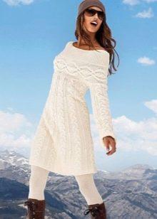 Вязаное зимнее платье расклешенное