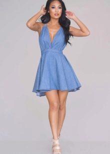 Короткое голубое расклешенное платье