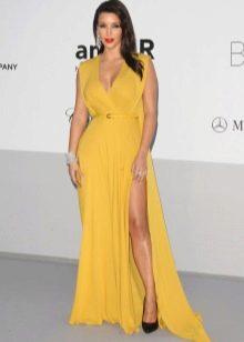 Туфли к желтому длинному расклешенному платью