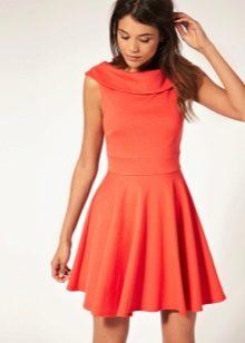 Оранжевое платье-клеш от талии
