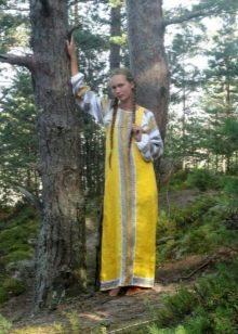 Желтый русский сарафан