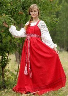 Красный русский сарафан