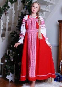 Русский сарафан в сочетание с рубахой