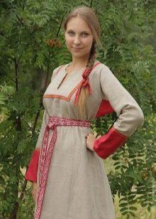 Русский современный льняной сарафан с вышивкой и отделкой