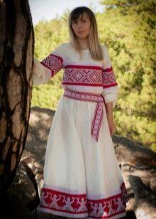 Русский сарафан в этническом стиле с узорами