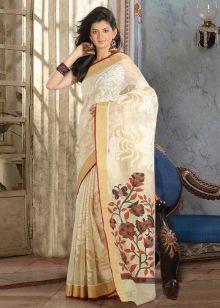 Красивое сари с вышивкой