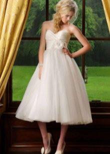Свадебное платье с завышенной талией длины миди