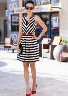 Черно-белое платье с принтом полоска,