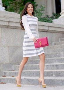 Платье в бело-серую полоску