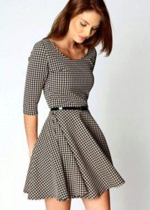 Черно-белое платье с принтом Гусиные лапки